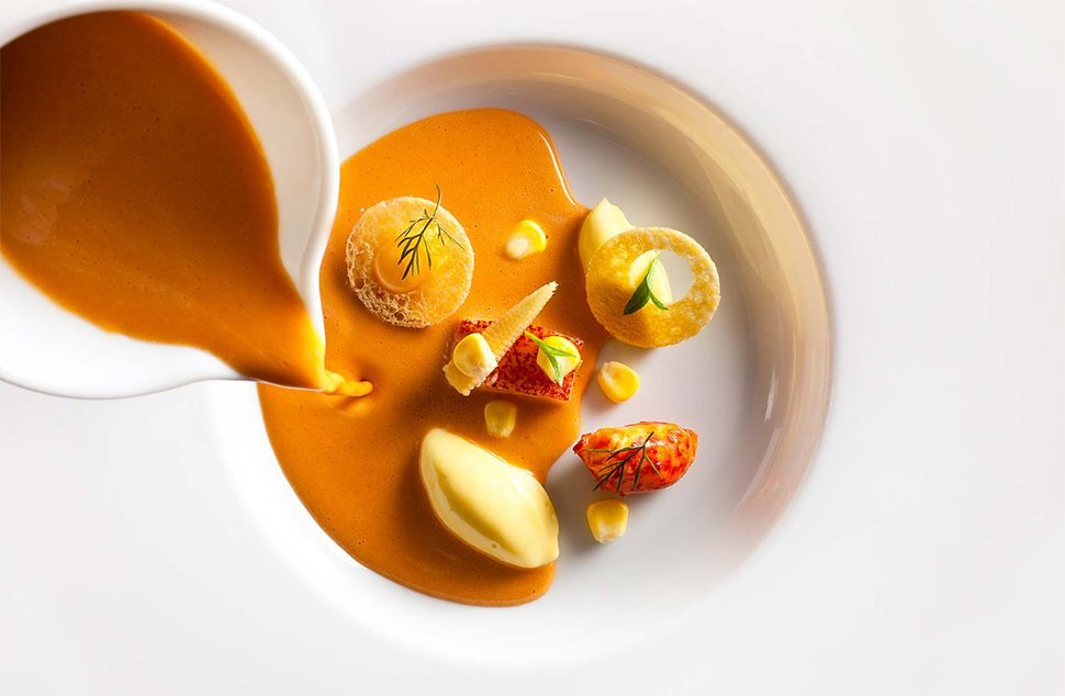 3 Daniel Humm foto Francesco Tonelli Chilled Lobster Bisque with Corn copia