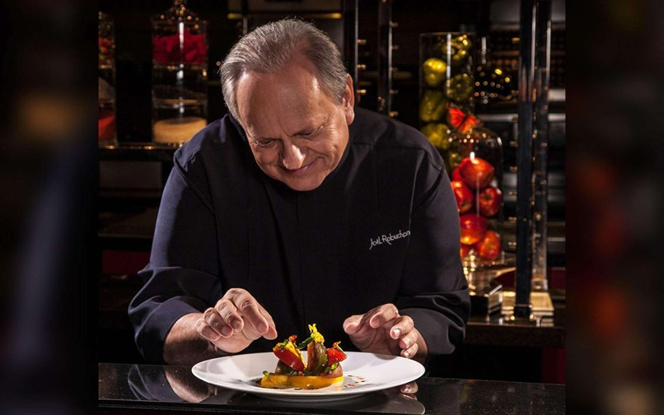 2 mgm-grand-restaurant-latelier-chef-joel-robuchon-lifestyle-kitchen-posing-@2x.jpg.image.2880.1800.high
