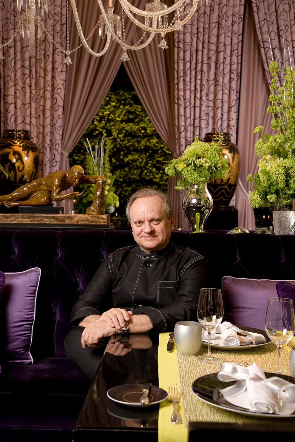 7 MGM-Grand-Joël-Robuchon-in-Dining-Room-Portrait
